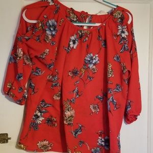 Jella c. Trendy open shoulder floral top